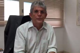 Ricardo Coutinho anuncia concurso com mil vagas para professor